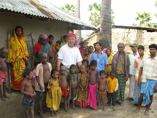 Homma Kancho with local villagers.