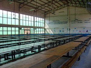1000 children share meals at the same time in this dining space