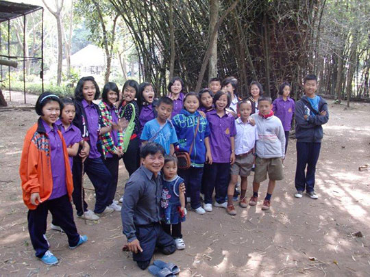 All of the children and Pastor Bilay visit the zoo