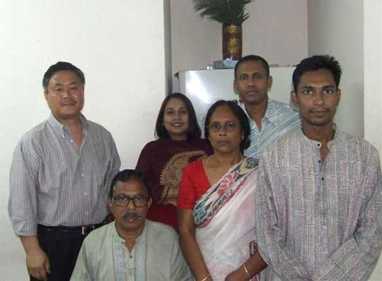 Majis family. Left:Homma Kancho, Front center: MD Matitar Rahman Sarkar, Front right Shaaeekh (Maji).