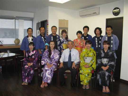 A formal visit by the drummers visit to Colombia Japanese Association President Mr. Machida.
