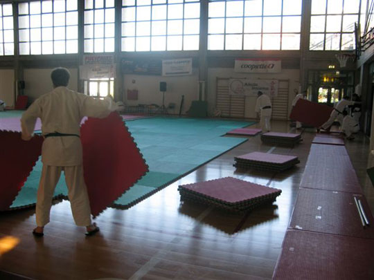 Putting away 600 tatami mats is a big task! Thank you to all who volunteered.