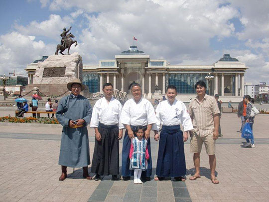 Sukhbaatar Square. From right; Bayana, Bayana's wife, Homma Kancho, Bold, Enk.