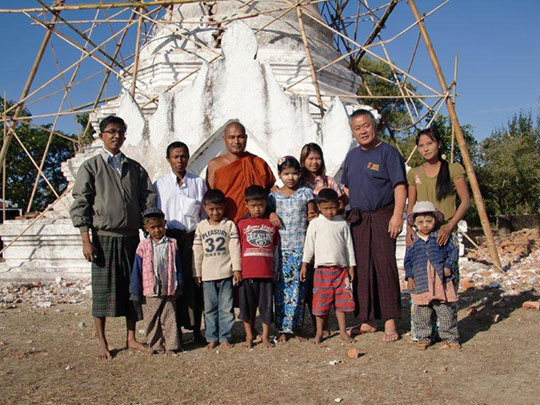 Htuyn Oo and Homma Kancho with the children  in front of the Buddhist Pagoda under reconstruction